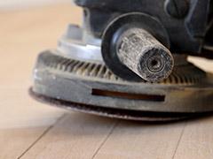 Holzboden abschleifen mit Profigeräten